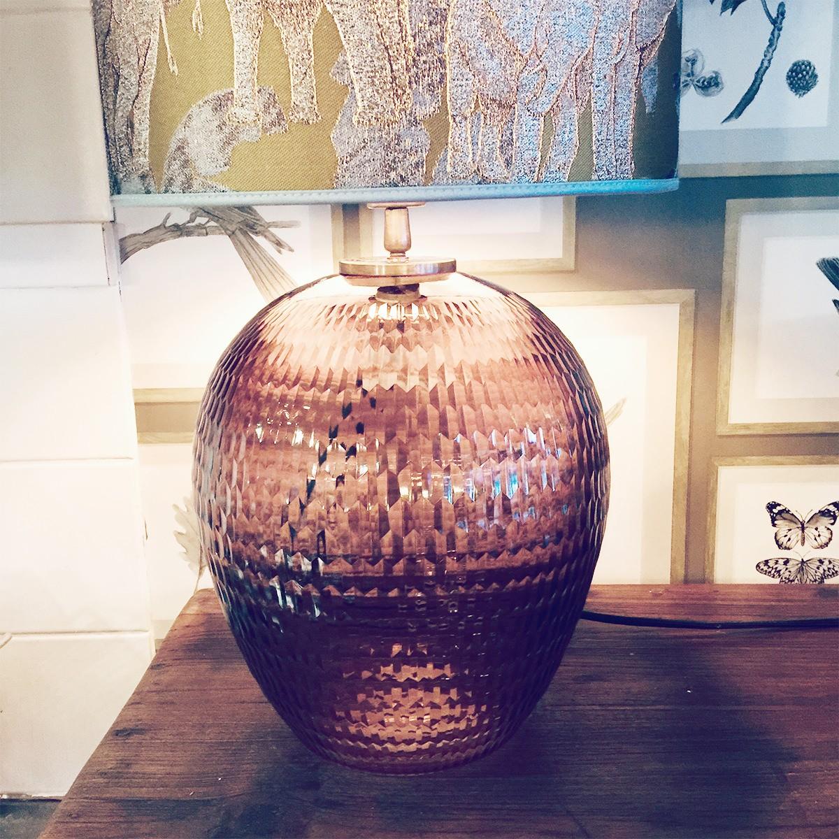 Bordslampa lampfot glas brunt räfflat