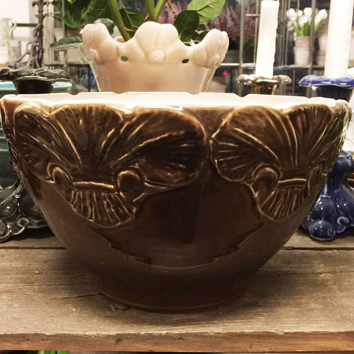 Mikaela Willers Uppläggningsfat Kärven brun keramik