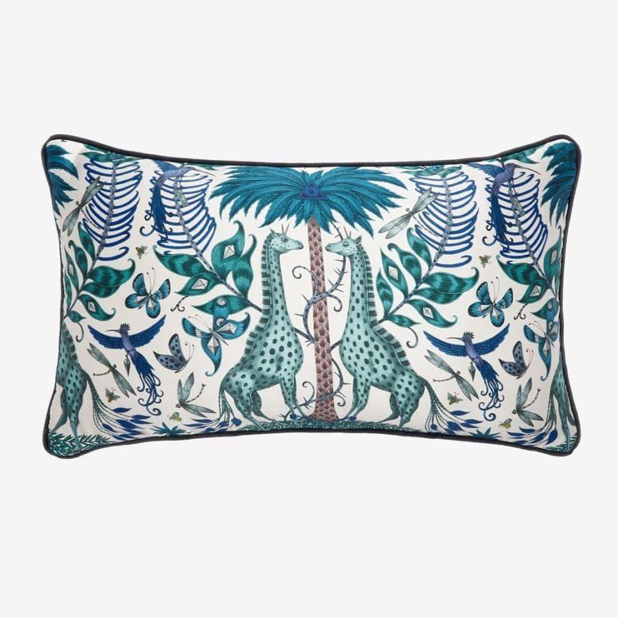 Emma J Shipley Avlång kudde Kruger giraffer blå silke bomull lyxig kudde