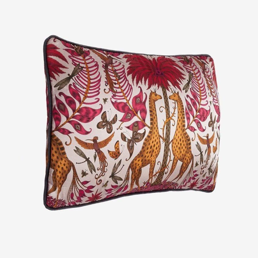 Emma J Shipley Avlång kudde Kruger giraffer röd silke bomull lyxig kudde