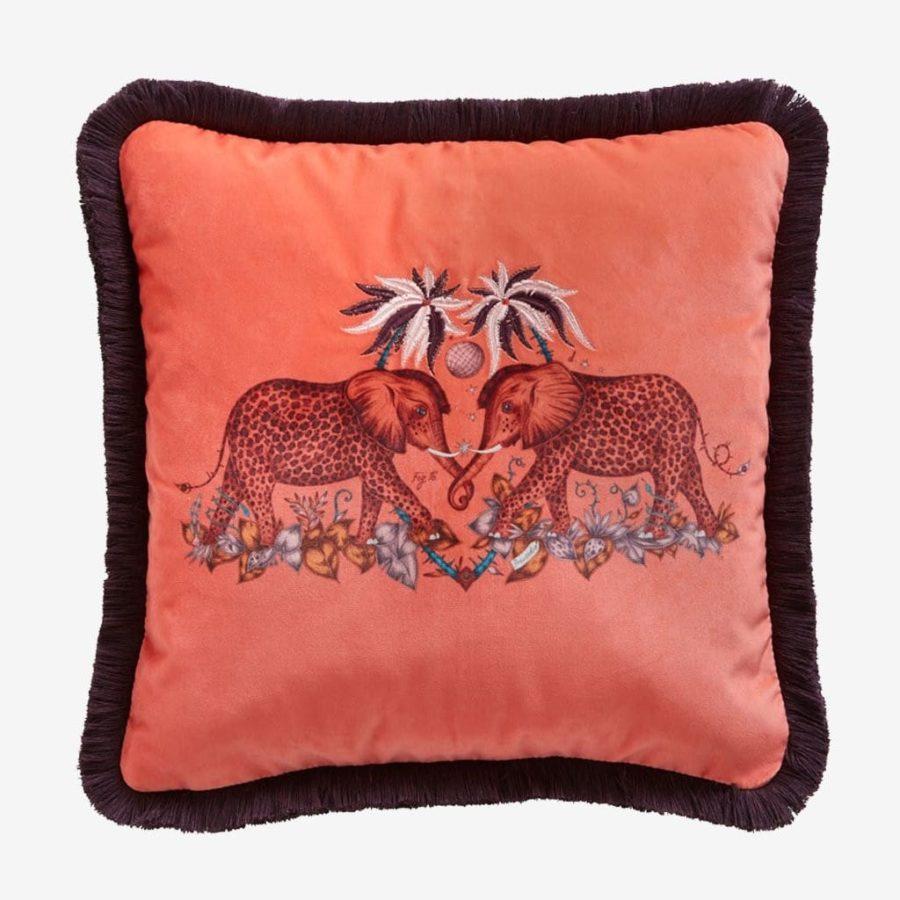 Emma J Shipley Kudde Zambesi Flame sammet rosa elefanter Bomullssatäng/Silke