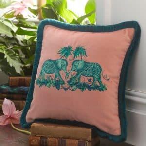 Emma J Shipley Kudde Zambesi Pink sammet rosa elefanter Bomullssatäng/Silke